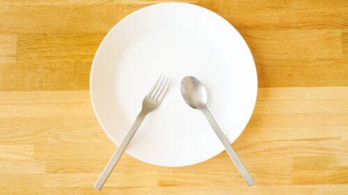 白い皿の画像